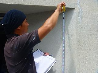 デザインコーティングス(株)壁・屋根の塗替えのお見積りの様子